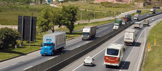 Carretera con camiones en Brasil