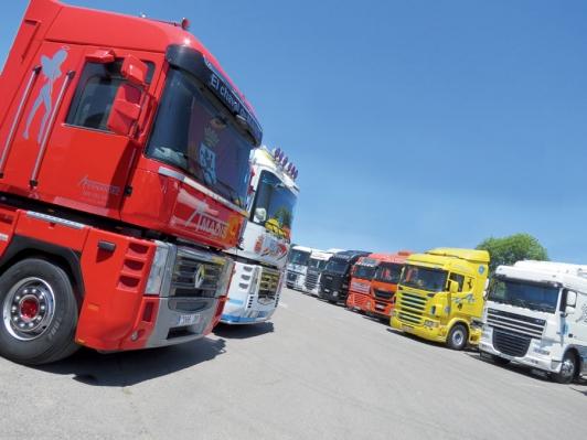 Concentraci n de camiones en pola de siero cami n for Camiones usados en asturias